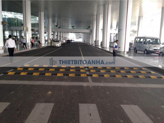 Gờ giảm tốc lắp đặt tại sân bay nội bài